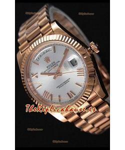 Rolex Day-Date 40MM Reloj Suizo en Oro Rosado y Dial en Plata con Numerales en Numeros Romanos